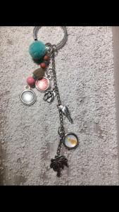 Handgemachter Schlüsselanhänger mit Cabochons