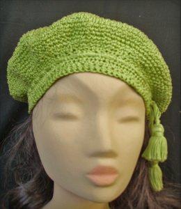 Grüne Baskenmütze, gehäkelt