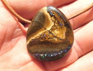 Sehr schöner Boulder Opal Anhänger seitlich gebohrt - Handarbeit kaufen