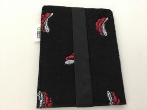 E - Reader/ E - Book Hülle aus 3mm dickem Wollfilz (90%) schwarz mit Bollenhut - Handarbeit kaufen