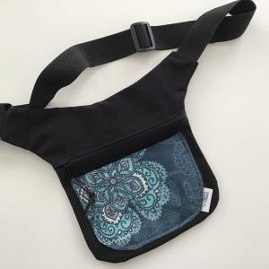 Geräumige Hüfttasche mit verstellbaren Gurtband aus wunderschönen Stoffen genäht - Handarbeit kaufen