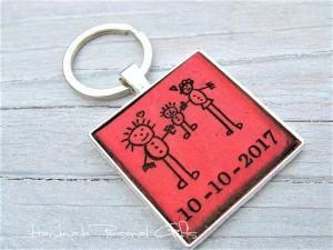 Eine Zeichnung Ihres Kindes,Schlüsselanhänger personalisiert,Geschenk für Vater und Mutter,individualisierbar, Fußabdruck,Kinderzeichnung  - Handarbeit kaufen