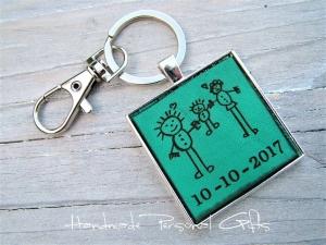 Eine Zeichnung Ihres Kindes,Schlüsselanhänger personalisiert,Geschenk für Vater und Mutter,individualisierbar, Fußabdruck,Kinderzeichnung (Kopie id: 100136819) - Handarbeit kaufen