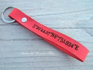 Schlüsselanhänger aus Leder, Vollständig anpassbar mit Koordinaten, Namen oder kleinen Text (Kopie id: 100147719)