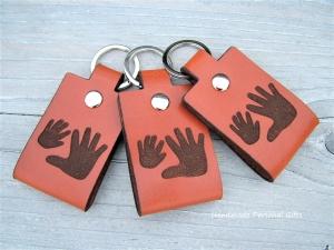 Einen Handabdruck Ihres Kindes,Schlüsselanhänger personalisiert,Geschenk für Vater und Mutter,individualisierbar, Fußabdruck,Kinderzeichnung - Handarbeit kaufen
