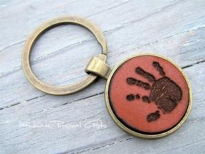 Ein schöner Handabdruck, Schlüsselanhänger, Fußabdruck, Symbol, Erinnerungskeychain, Hundetatze, Muttertag - Handarbeit kaufen