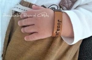 Namensarmband Superklein, Armband mit Text, Benützerdefiniertes Armband, mit Namen, Geburtstagsgeschenk, Punziertes  - Handarbeit kaufen