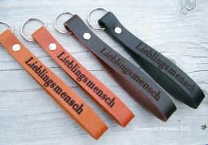 Schlüsselanhänger aus Leder, Vollständig anpassbar, Lieblingsmensch, Namen oder kleinen Text, Herz, Muttertag - Handarbeit kaufen