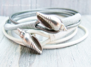 Anpassbares Armband Leder, Muschel, Muschelarmband, wrap, Silber, Ibiza Schmuck, Wickelarmband, einzigartig, benützerdefiniert - Handarbeit kaufen