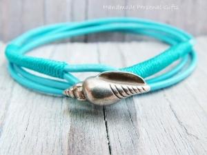 Anpassbares Armband Leder, Muschel, Muschelarmband, wrap, Türkis, Ibiza Schmuck, Wickelarmband, einzigartig, benützerdefinierbar - Handarbeit kaufen
