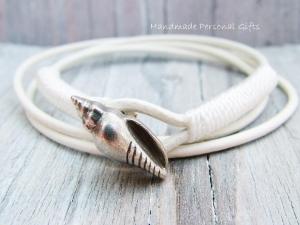 Individualiesierbares Armband Leder, Muschel, Muschelarmband, wrap, Türkis, Ibiza Schmuck, Wickelarmband, einzigartig, benützerdefinierbar  - Handarbeit kaufen