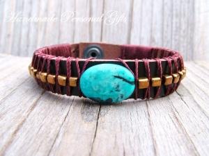 Armband aus Leder mit Edelstein, individualisierbar und in unterschiedliche Farben erhältlich, Chrysokoll, Türkis  - Handarbeit kaufen