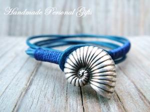 Individualiesierbares Armband Leder, Ammonit, Muschelarmband, wrap, Ibiza Schmuck, Wickelarmband, einzigartig, benützerdefinierbar  - Handarbeit kaufen