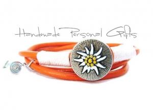 Lederwickelarmband in der Farbe Orange, Edelweis, Perlen, individualisierbares Armband, maßgeschneidertes Armband, Dirndlschmuck, Oktoberfest, Dirndl - Handarbeit kaufen