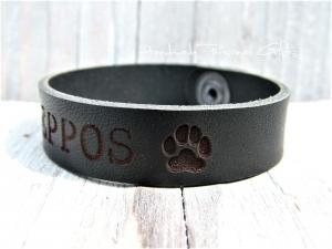 Namensarmband, Lederarmband, Hundepfote, Armband mit Hundepfoten, Armband mit Text, mit Namen,Telefonnummer, Armband aus Leder - Handarbeit kaufen