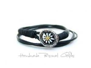 Leder wickelarmband mit einem schönen Edelweiß als Hingucker, Edelweis, Blume, Blumenhalskette, als Halskette zu verwenden, Lederarmband  - Handarbeit kaufen