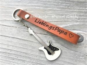 Schlüsselanhänger aus Leder,  Lieblingspapa,  anpassbar mit Koordinaten, Namen oder kleinen Text, mit Gitarre, Leder Schlüsselanhänger - Handarbeit kaufen