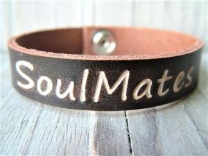 Namensarmband, Lederarmband, Soulmates, Armband mit Text, mit Namen,Telefonnummer, Geburtstagsgeschenk, ich liebe dich - Handarbeit kaufen