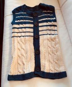 Handgestrickte Trachtenweste für Kinder in weiß/blau ca Größe 158/164 - Handarbeit kaufen