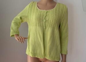 Gestricktes Sommerjäckchen aus Baumwolle in hellgrün Größe 40 - Handarbeit kaufen