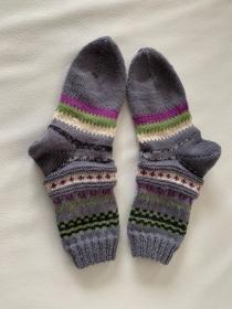 grau gemusterte gestrickte Socken  für Frauen/Mädchen in Größe 37/38 im Fairisle-Stil