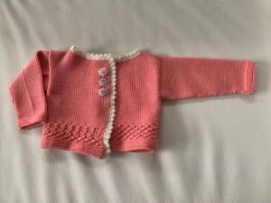 Allerliebste Babyjacke aus feinster Merinowolle in Größe 56/62