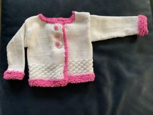 Allerliebste Babyjacke in weiß/pink in Größe 56/62