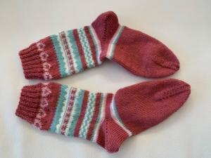 altrosa gemusterte gestrickte Socken mit Herzen für Frauen/Mädchen in Größe 37 im Fairisle-Stil    - Handarbeit kaufen
