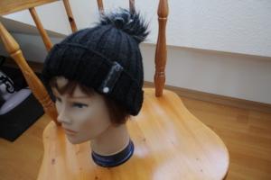 Mütze mit Bommel - Handarbeit kaufen