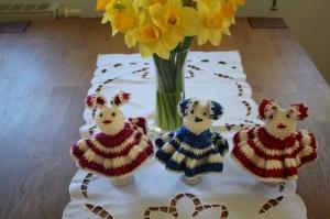 Osterhasenfrauen Eierwärmer - Handarbeit kaufen