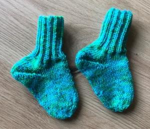 Neugeborenen Socken Babysöckchen handgefärbte Wolle