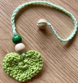 Lesezeichen Herz grün mit Holzperlen
