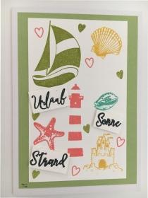 Maritime Grußkarte mit Leuchtturm, Muscheln, Segelboot, Sandburg aus Karton gebastelt Bunt - Handarbeit kaufen