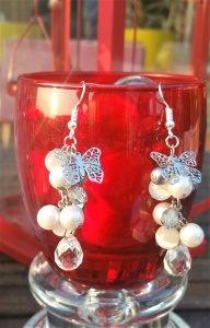 Butterfly in Kristall und Perlen, unikale Echtsilberohrhänger.