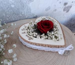 Hochzeit Ringkissen Ringhalter Herz Rose Loveliness rot für Eheringe mit Namen - Handarbeit kaufen