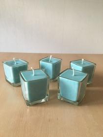 Selbst gemachte Rapswachs Würfelglas  Kerze  Blau