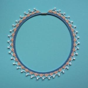 Dirndlschmuck Trachtenschmuck Halskette aus Baumwolle gehäkelt mit Glasperlen
