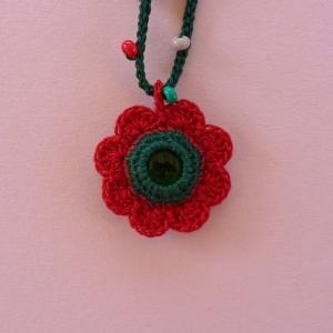 Halskette Anhänger Blume mit Glasnugget und Glasperlen aus Baumwolle gehäkelt