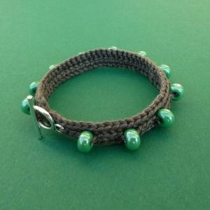 Armband aus Baumwolle handgehäkelt mit Glasperlen