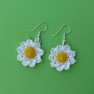 Ohrringe Blumen aus Baumwolle sehr fein handgehäkelt