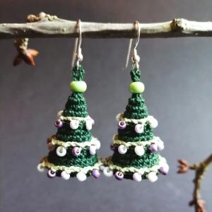 Ohrringe Weihnachtsbaum aus Baumwolle sehr fein handgehäkelt mit Glasperlen - Handarbeit kaufen