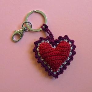 Schlüsselanhänger Taschenbaumler Herz aus Baumwolle handgehäkelt mit Karabiner