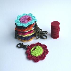 Schlüsselanhänger Taschenbaumler Blume mit Täschchen für den Einkaufswagenchip aus Baumwolle gehäkelt mit Karabiner - Handarbeit kaufen