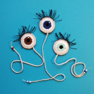 Lesezeichen Auge Glubschauge mit tollen Wimpern aus Baumwolle gehäkelt mit Glasperlen - Handarbeit kaufen