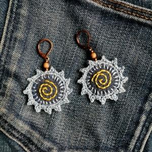 Ohrringe Textil Jeans-Upcycling Sterne Spirale Häkelei Stickerei mit Perlen - Handarbeit kaufen
