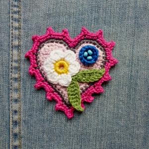 Button Herz mit Blumen Applikation zum Aufnähen aus Baumwolle gehäkelt - Handarbeit kaufen