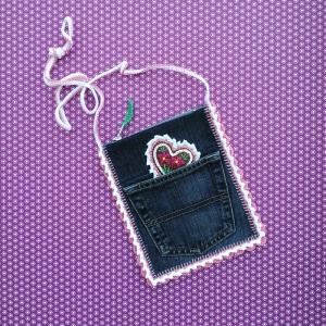 Täschchen Jeans-Upcycling und Häkelei mit Lebkuchenherz und viel Zuckerguss für die Wiesn - Handarbeit kaufen