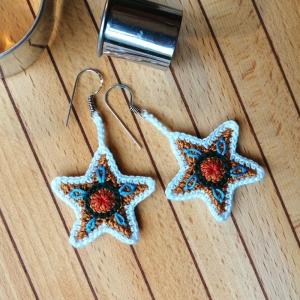 Ohrringe Lebkuchen-Sterne aus der Weihnachtsbäckerei sehr fein gehäkelt - Handarbeit kaufen