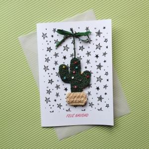 Weihnachtskarte FELIZ NAVIDAD mit handgehäkeltem Christbäumchen der besonderen Art Weihnachtskaktus Xmas - Handarbeit kaufen