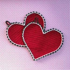 Zweier-Set Herz-Topflappen Upcycling aus selbstgemachtem Bändchengarn gehäkelt knallrot mit hübschen Borten - Handarbeit kaufen